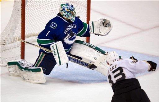 Blake scores twice in Ducks' 4-2 win over Canucks