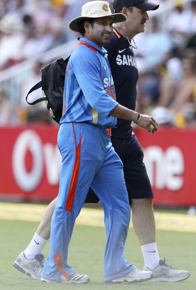 India's Sachin Tendulkar leaves the field with an injury during the One Day International cricket match between Australia and India in Brisbane, Australia, Sunday, Feb. 19, 2012. (AP Photo/Tertius Pic
