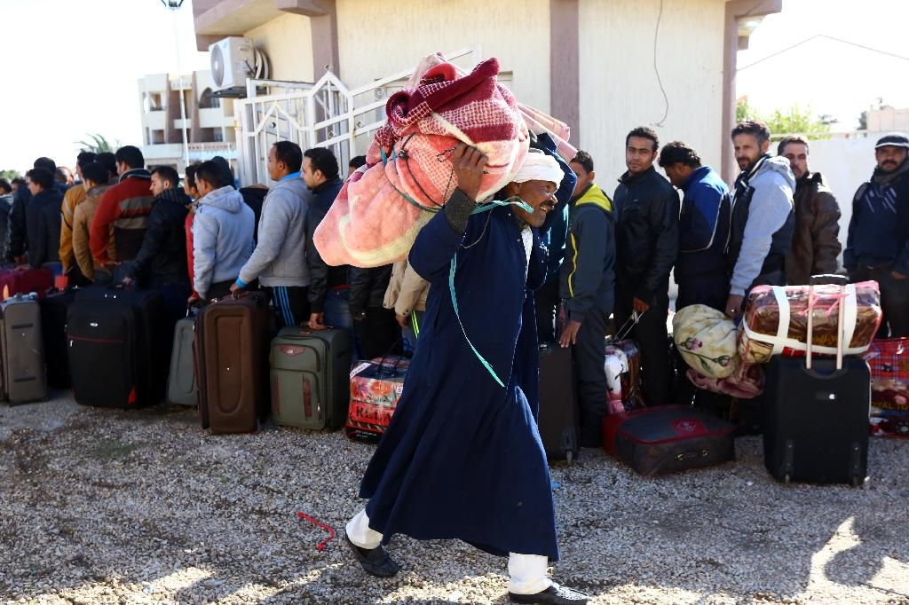 More than 25,000 Egyptians flee Libya after beheadings