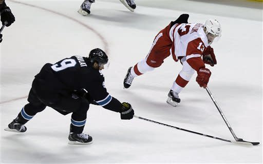 Red Wings beat Sharks 2-1 in shootout