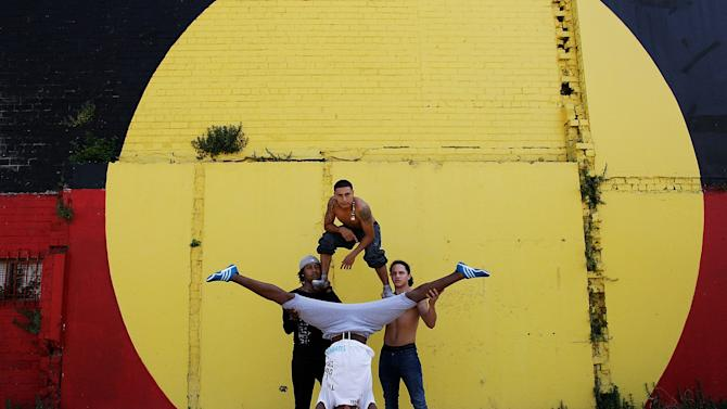 "Circolombia Performers Visit Children At ""The Block"""