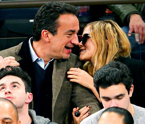 Mary-Kate Olsen, 26, Packs on PDA With Olivier Sarkozy, 42, at New York Knicks Game: Picture