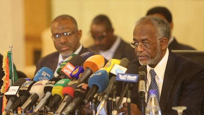 Sudanese Foreign Minister Ali Karti (R) attends a press conference on the sidelines of meetings in Khartoum on March 3, 2015 between Sudan, Egypt and Ethiopia to try to resolve a dispute over a dam being built by Addis Ababa on the Nile
