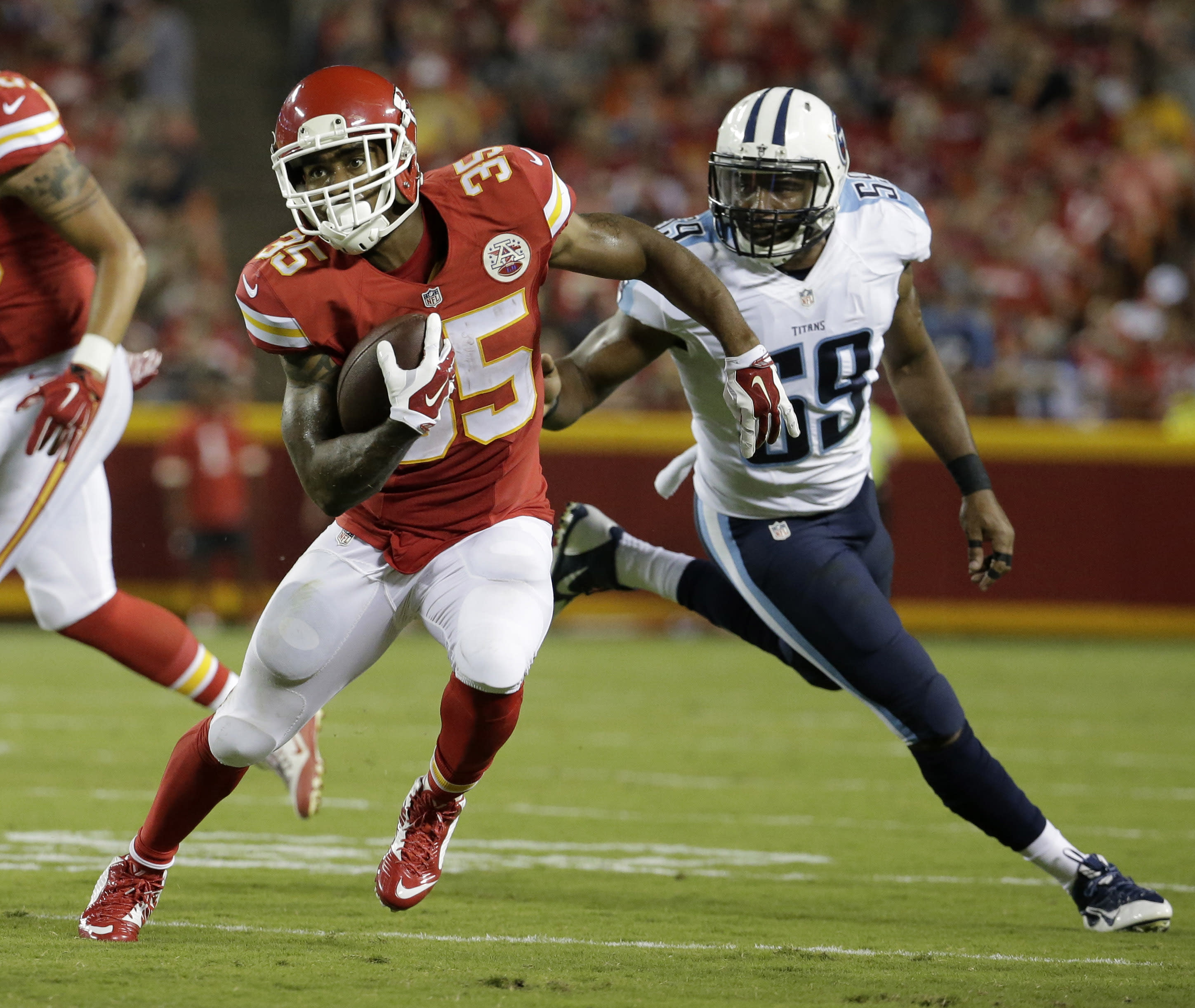 Smith sharp as Chiefs rout Titans 34-10 in preseason game