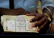 India&#39;s rupee has fallen to a new all-time low against the dollar for the seventh straight day, due to global uncertainty and concern over the domestic economy