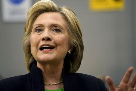 Clinton faces early test on U.S.-Pacific Rim trade deal fight