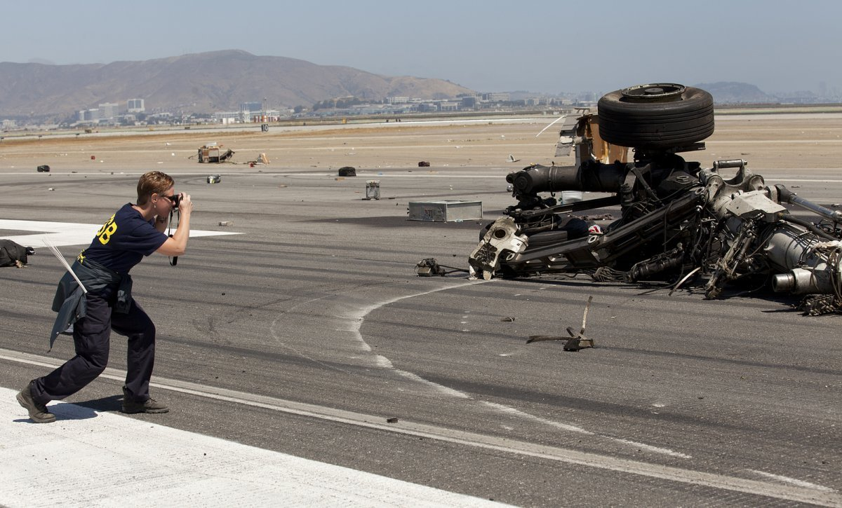 asiana flight 214 crash runway debris landing gear