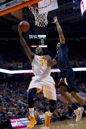 Tennessee tops Virginia 87-52