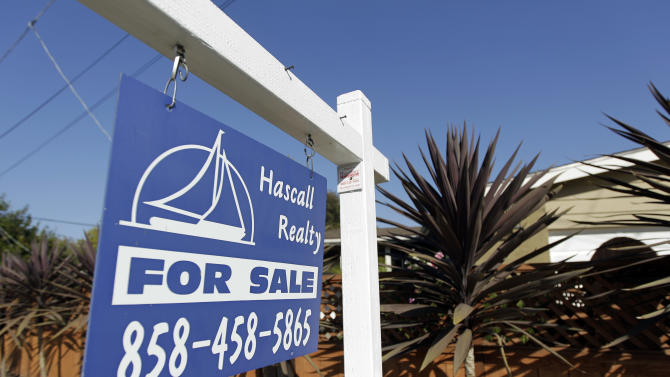 Rate on 30-year mortgage falls to record 3.66 pct.