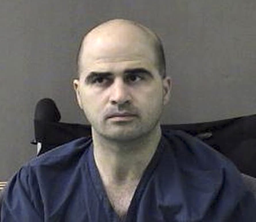 Forcibly shaven, Fort Hood gunman wants to keep top lawyer