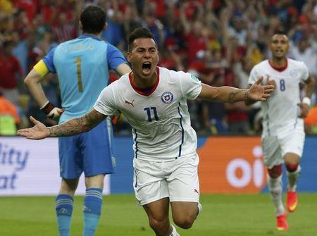 Chile's Vargas celebrates after scoring a goal against Spain during their 2014 World Cup Group B soccer match at the Maracana stadium in Rio de Janeiro