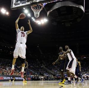 Garland's late shot leads La Salle to round of 16