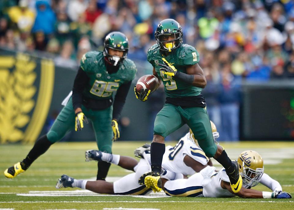 No. 2 Ducks overcome No. 12 Bruins 42-14