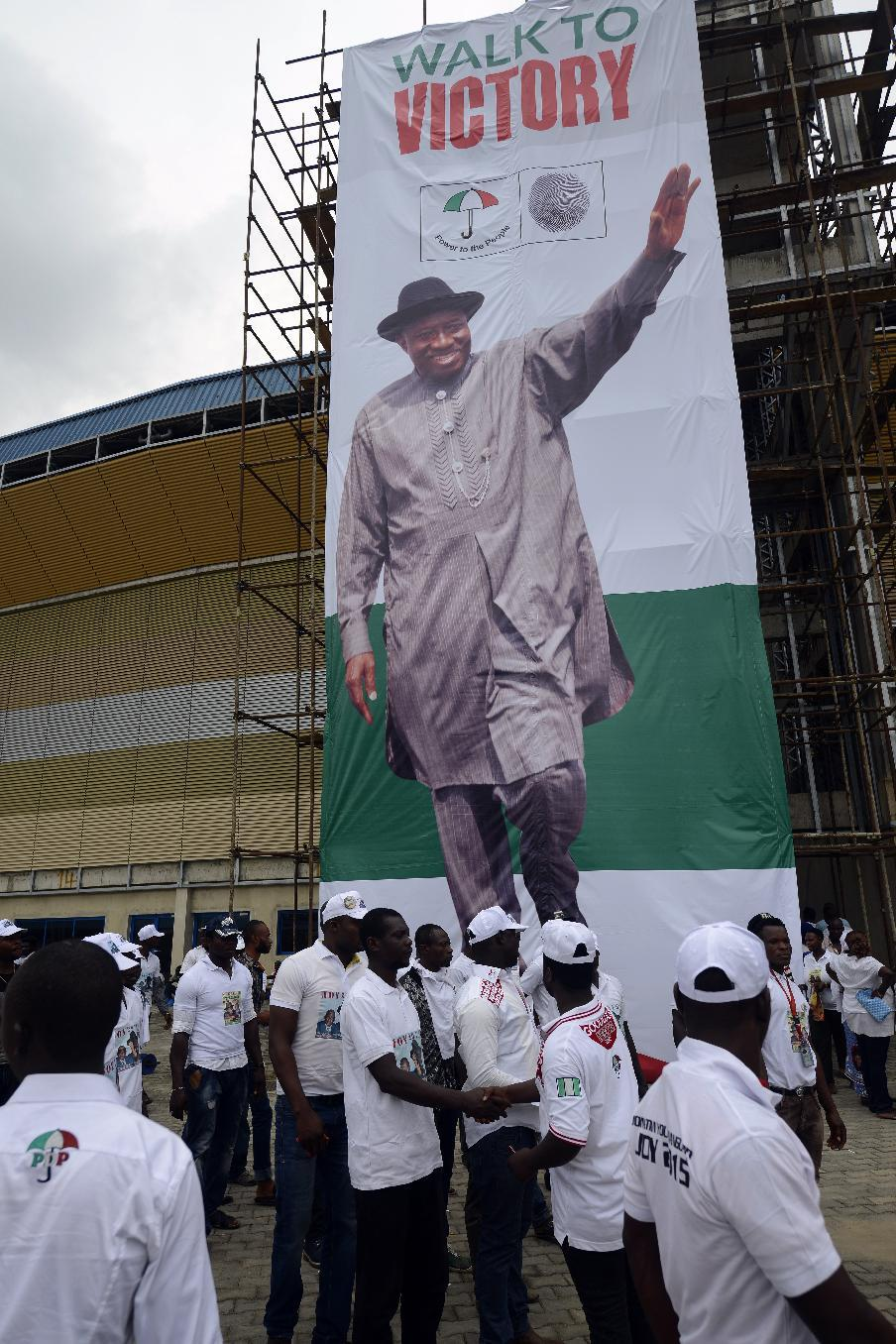 Nigeria oil rebels warn of unrest unless Jonathan re-elected
