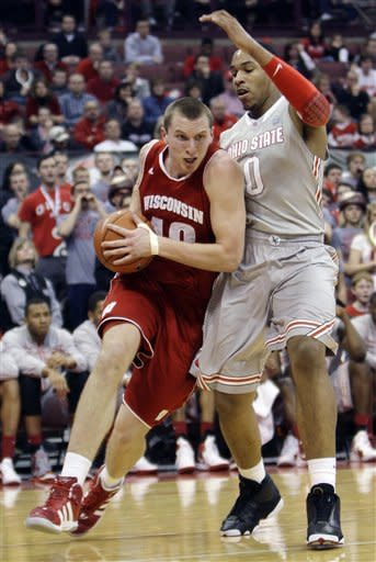 Berggren's late points lift Badgers