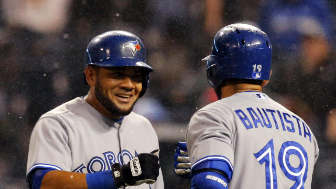 Royals use 6-run 8th to rally past Blue Jays 10-7
