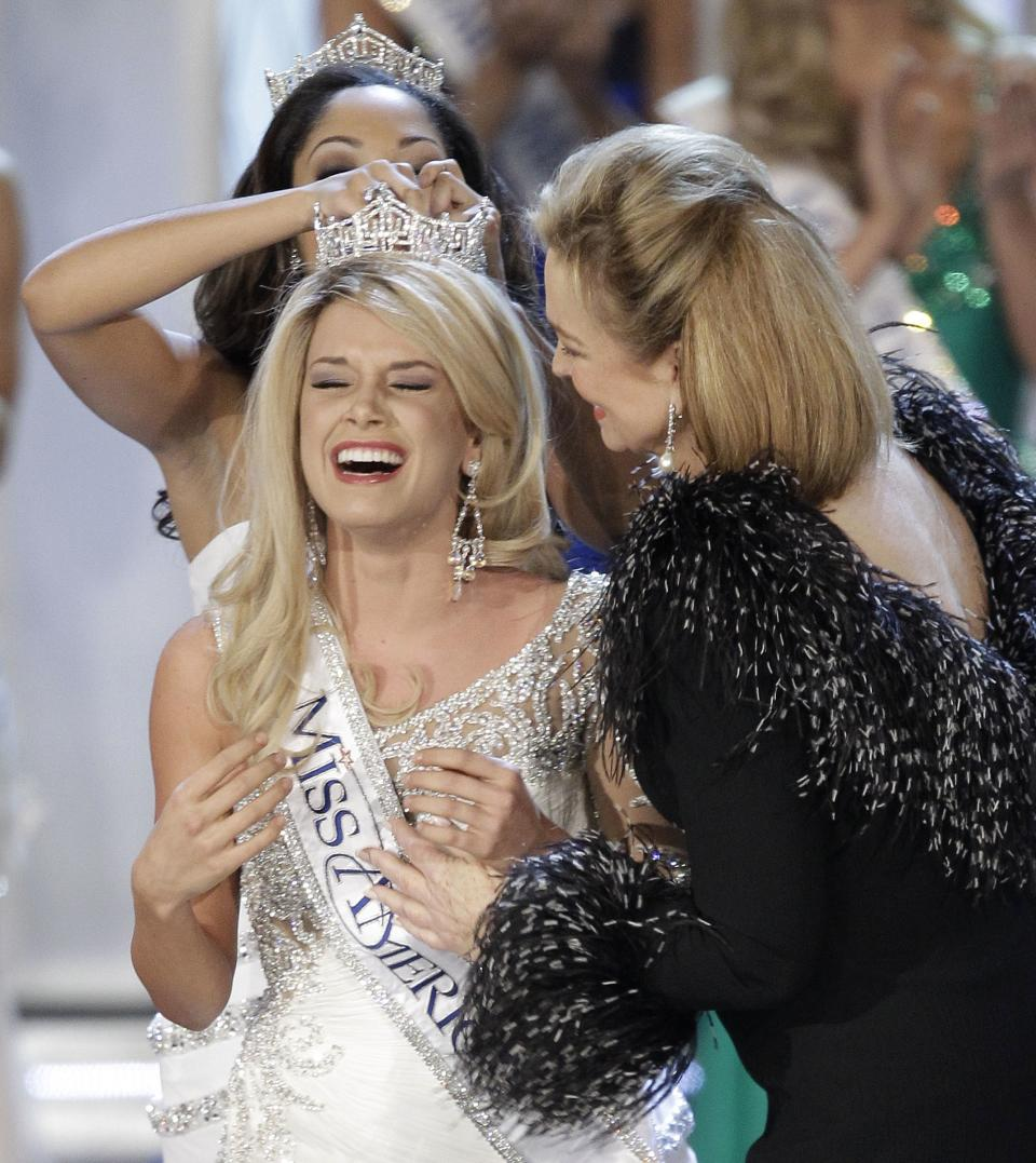 Teresa Scanlan, Miss Nebraska is crowned Miss America 2011 during the Miss America pageant, Saturday, Jan. 15, 2011 in Las Vegas. (AP Photo/Julie Jacobson)
