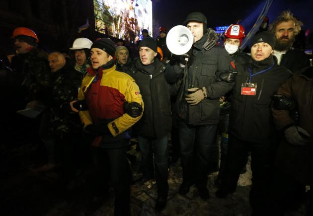 Pro-European integration protesters form a cordon including UDAR leader Klitschko in Kiev