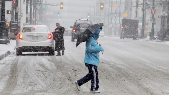 Spring storm delivers snow, winds; delays travel