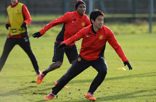 Manchester United's Shinji Kagawa (R) and Ashley Young take part in a training session in Manchester, north-west England, on December 9, 2013, on the eve of their UEFA Champions League Group A mat