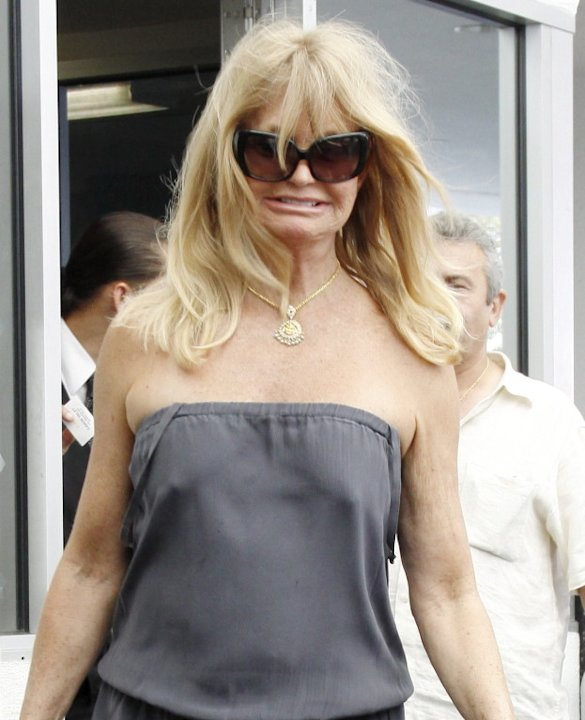 Goldie Hawn leaves lunch wearing no bra