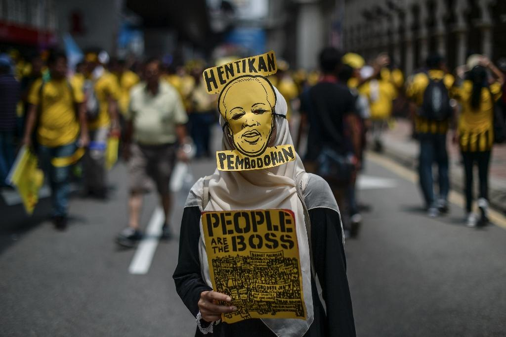 Malaysians jam capital to demand reform, PM's ouster