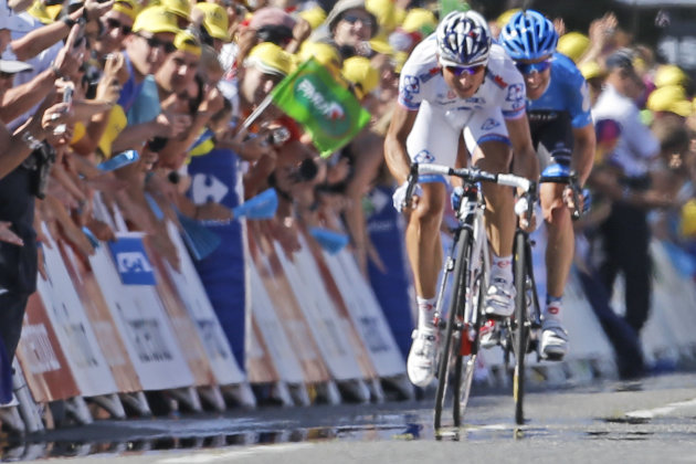 Stage winner Pierrick Fedrigo of France, left, and Christian Vandevelde of the US, right, sprint towards the finish line of the 15th stage of the Tour de France cycling race over 158.5 kilometers (98.5 miles) with start in Samatan and finish in Pau, France, Monday July 16, 2012. (AP Photo/Laurent Cipriani)
