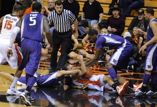 Oregon State holds off Washington for 74-66 win