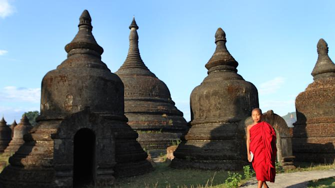 Tourists trickle into violence-plagued W. Myanmar