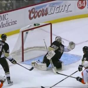 Simmonds helps Brayden Schenn score top-shelf