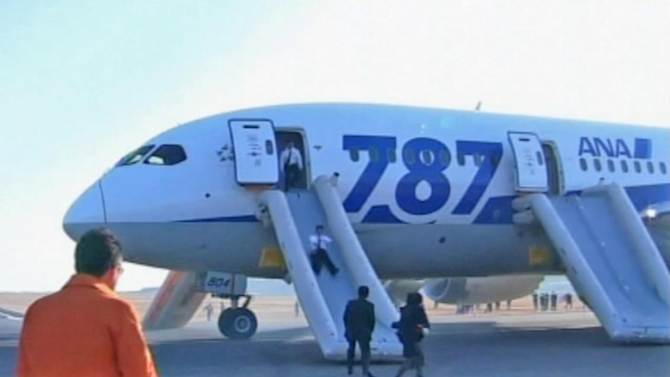 Boeing 787 Dreamliners grounded in Japan