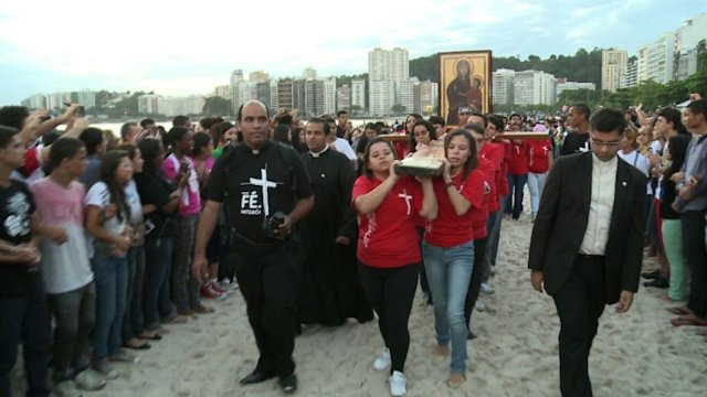 La croix des JMJ est arrive dans ltat de Rio de Janeiro