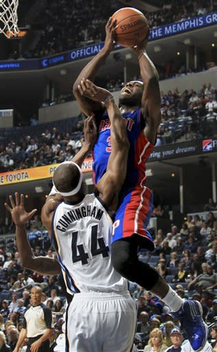 Mayo, Grizzlies pull away from Pistons in fourth