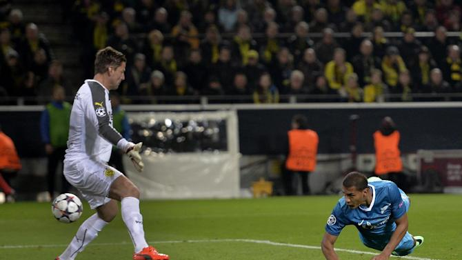 Zenit's Jose Salomon Rondon, right, scores his side's 2nd goal during the UEFA Champions League last 16 second leg soccer match between Borussia Dortmund and FC Zenit in Dortmund, Germany, Wednesday, March 19, 2014. At left is Dortmund goalkeeper Roman Weidenfeller
