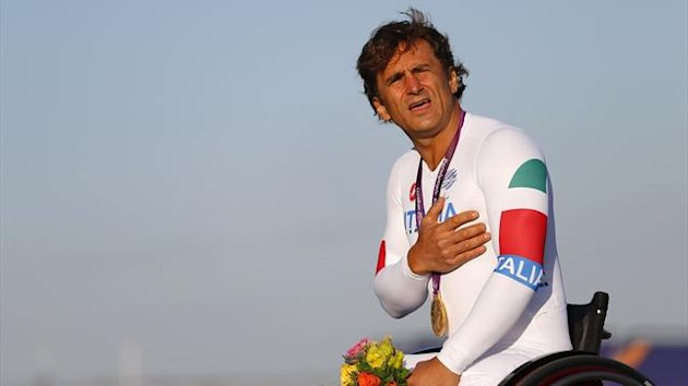 Alex Zanardi celebrates winning gold at London 2012