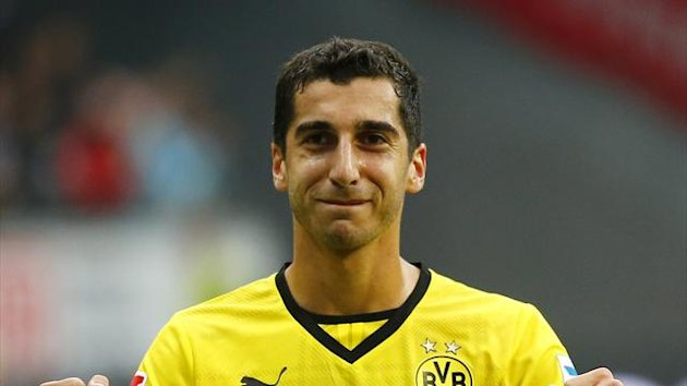 Henrikh Mkhitaryan of Borussia Dortmund celebrates his team's victory over Eintracht Frankfurt after their German first division Bundesliga match in Frankfurt, September 1, 2013 (Reuters)