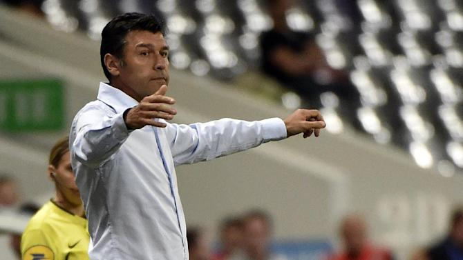 Lyon's French coach Hubert Fournier gestures during the French L1 football match between Toulouse (TFC) and Lyon (OL) on August 16, 2014 at the Municipal Stadium in Toulouse, southern France