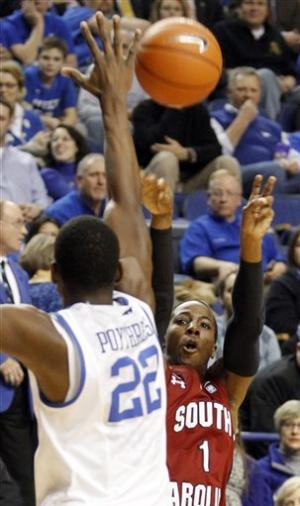 Kentucky blows out South Carolina 77-55