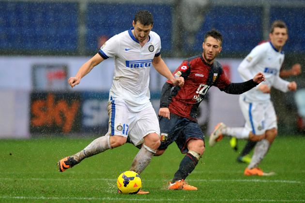 Inter of Milan's Zdravko Kuzmanovic, left, vies for the ball with Genoa's Andrea Bertolacci during a Serie A soccer match in Genoa's Luigi Ferraris Stadium, Italy, Sunday, Jan. 19, 2014