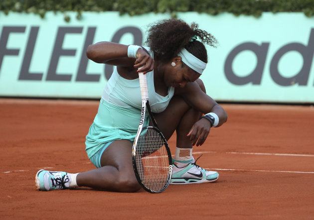 USA's Serena Williams reacts shortly before losing to France's Virginie Razzano during their first round match in the French Open tennis tournament at the Roland Garros stadium in Paris, Tuesday, May 29, 2012. (AP Photo/David Vincent)