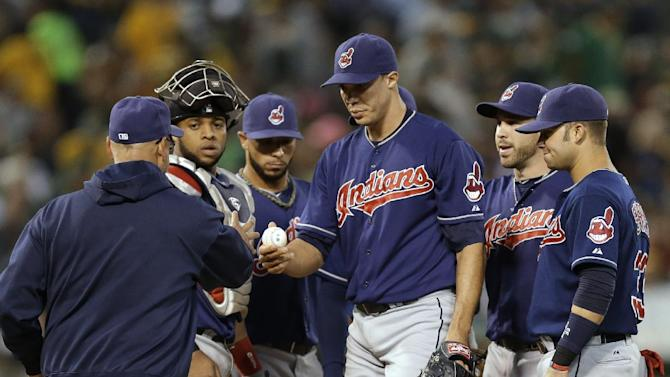 Jimenez takes no-hit bid into sixth as Indians win