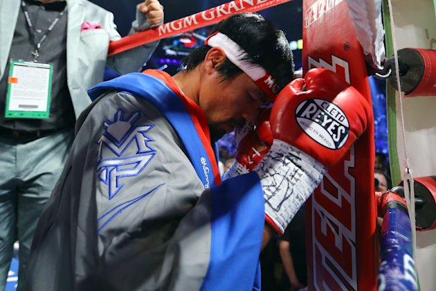LAS VEGAS, NV - DECEMBER 08:  Manny Pacquiao prays in the ring before taking on Juan Manuel Marquez during their welterweight bout at the MGM Grand Garden Arena on December 8, 2012 in Las Vegas, Nevada.  (Photo by Al Bello/Getty Images)