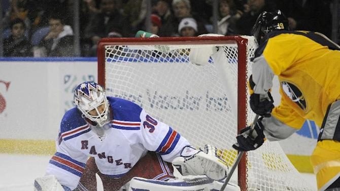 Lundqvist makes 27 saves to lift Rangers to win