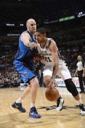 Duncan, Spurs hold off Mavericks 92-91