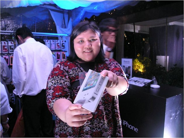 Maxis and Celcom celebrate the launch of the iPhone 4S
