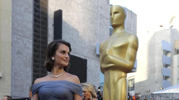 Penelope Cruz arrives before the 84th Academy Awards on Sunday, Feb. 26, 2012, in the Hollywood section of Los Angeles. (AP Photo/Chris Carlson)