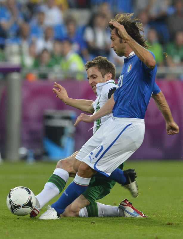 Irish Forward Kevin Doyle (L) Vies AFP/Getty Images