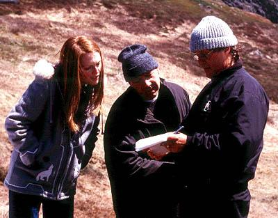 Julianne Moore , Kevin Spacey and director Lasse Hallstrom on the set of Miramax's The Shipping News