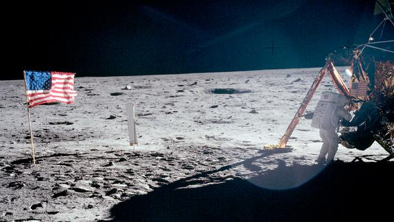 Neil Armstrong Remembered: Memorials Honor First Man to Walk on Moon