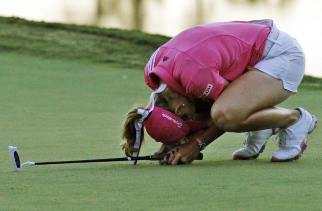 Paula Creamer reacts to a missed birdie putt on the 18th green during one of eight playoff holes with Jiyai Shin, of South Korea, during the Kingsmill Championship LPGA Tour golf tournament in William